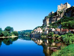 beynac-dordogne-river-france-300x225
